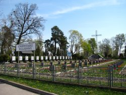 ilustracja przedstawia cmentarz wojenny przy ulicy Wojska Polskiego