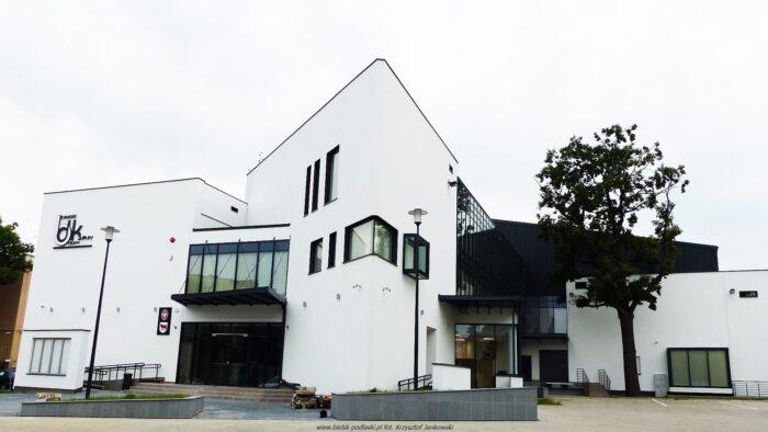 Ilustracja przedstawia budynek Bielskiego Domu Kultury.